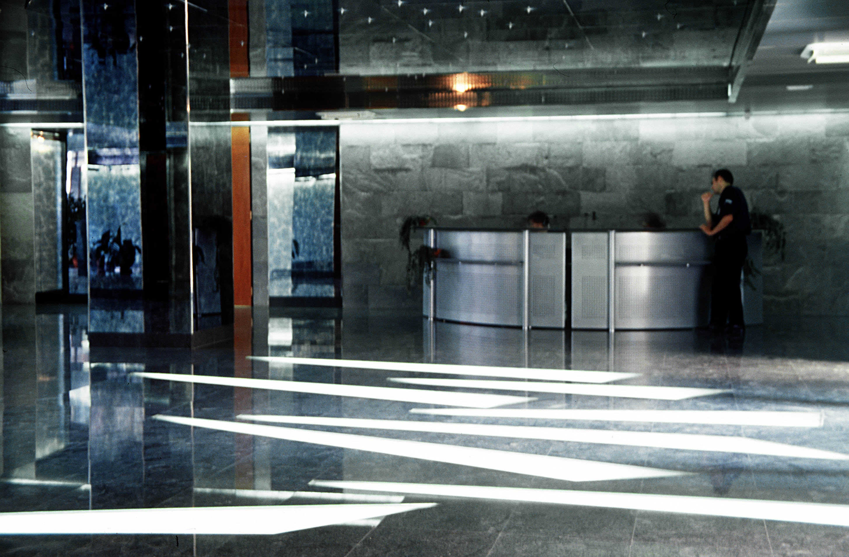 Sistem de iluminare - Sediu Allianz CARALUX - Poza 1