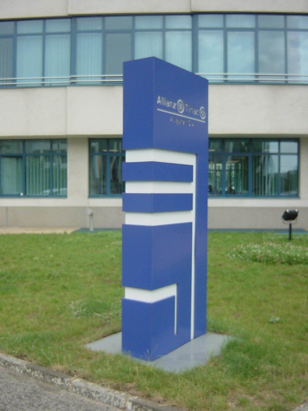 Sistem de iluminare - Totem Allianz CARALUX - Poza 4
