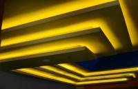 Solutii de iluminat interior si exterior cu tuburi Cold Catode Iluminarea atat exterioara dar in special cea interioara, a fost intotdeauna o provocare pentru arhitecti, care pana acum nu au dispus de noile tehnologii pentru iluminare, si aici vrem sa amintim, iluminarea scafelor foarte complicate si a tavanului cu barisol (PLAFON TENSIONAT TRANSLUCID).  In ultimii ani s-a pus accentul pe iluminarea interioara si anume pe iluminarea tip scafa si barisol. Firma CARALUX vine acum in ajutorul arhitectilor cu sistemul de iluminare, pe baza de tuburi cu descarcare in gase spectrale.