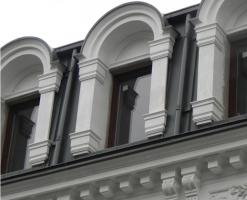 Ferestre din lemn-aluminiu    Sistemuluni_oneeste un sistem de ferestre in lemn aluminiu cu o economie mare de energie, realizate cu profile de lemn stratificat, cu lipire structurala lemn-sticla si placate la exterior cu aluminiu sau bronz.SistemulUNI_ONE STANDARDare un design modern care se integreaza perfect in gama de ferestre clasice traditionale.Sectiune cercevea 81,5mm x 70mm;sectiune rama 77,5mm x 70mm;izolatie termica Uw 1,3 W/(m2K)geam cu grosime de 28mm.
