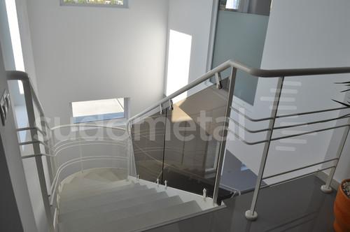 Scari cu vang lateral - Scara design showroom  SUDOMETAL - Poza 3