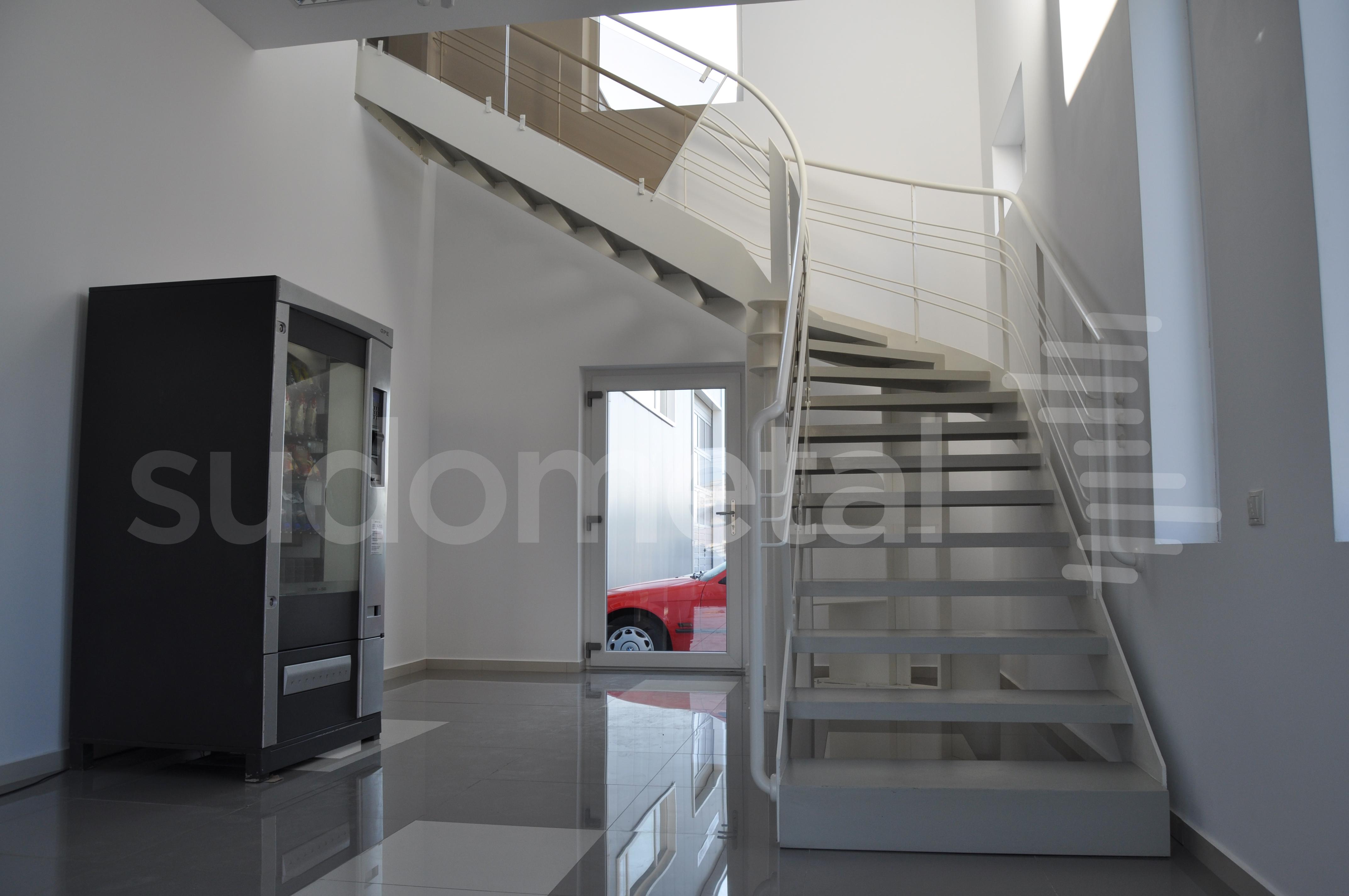 Scari cu vang lateral - Scara design showroom  SUDOMETAL - Poza 4