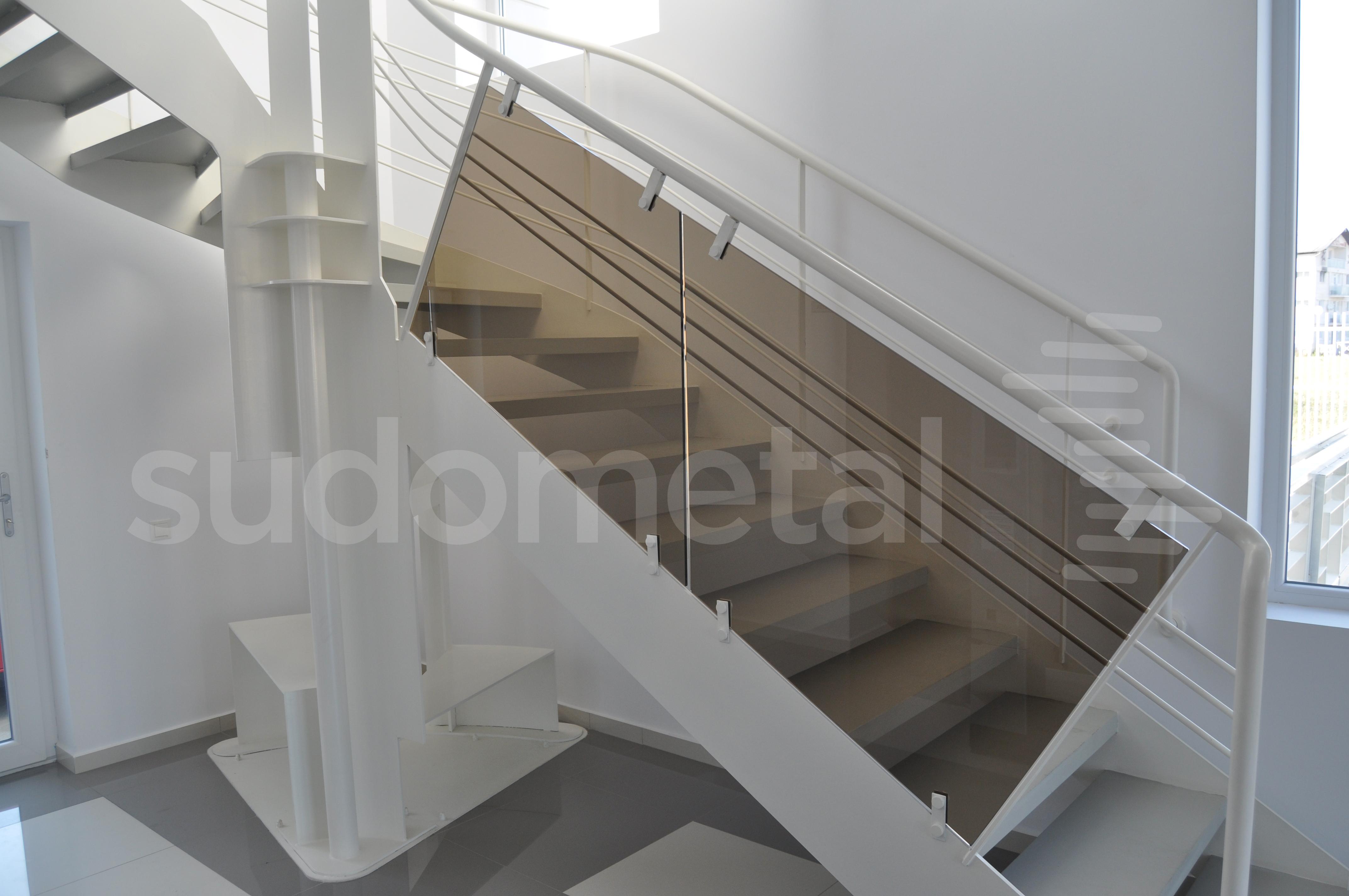 Scari cu vang lateral - Scara design showroom  SUDOMETAL - Poza 6