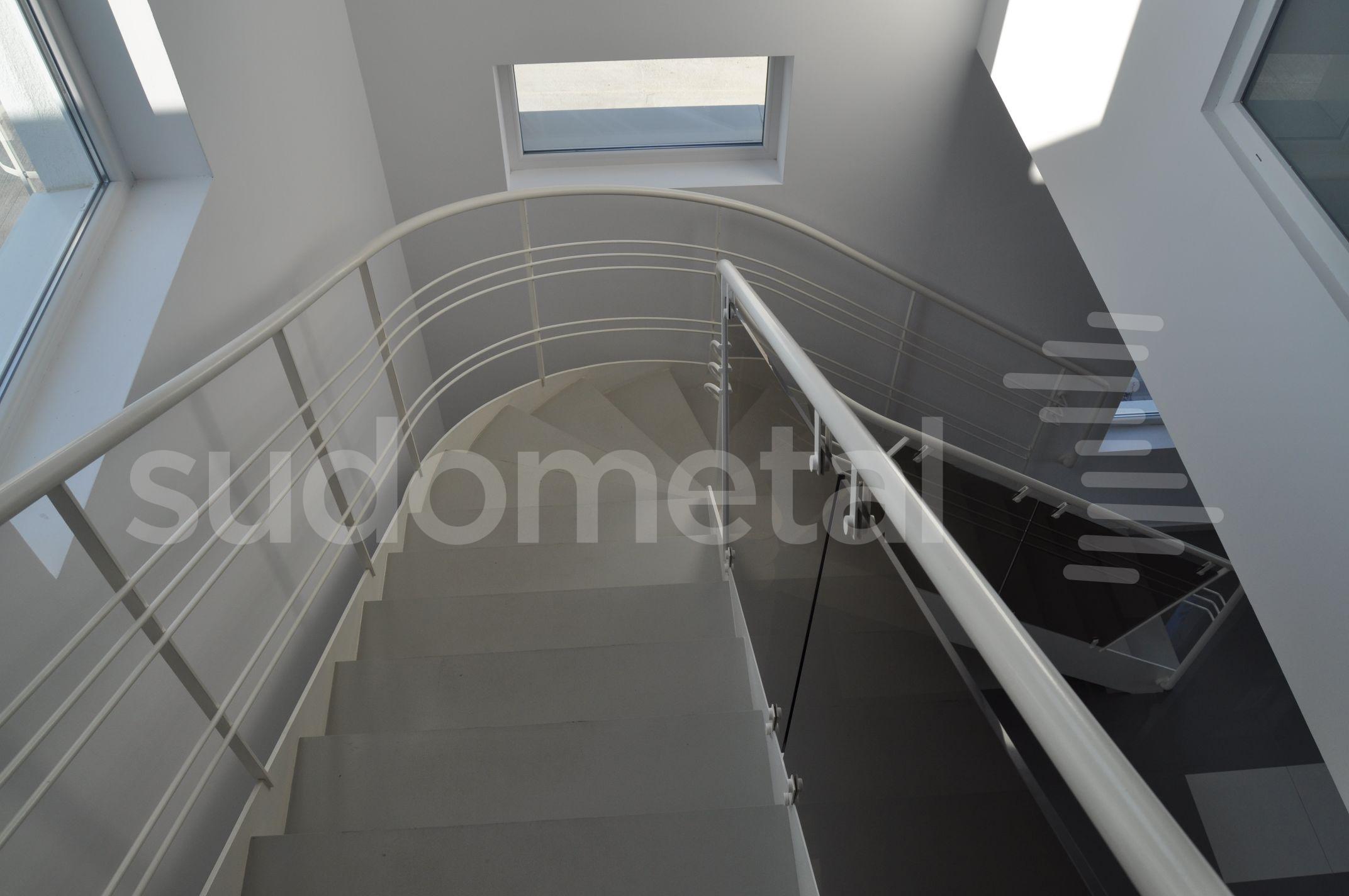 Scari cu vang lateral - Scara design showroom  SUDOMETAL - Poza 8