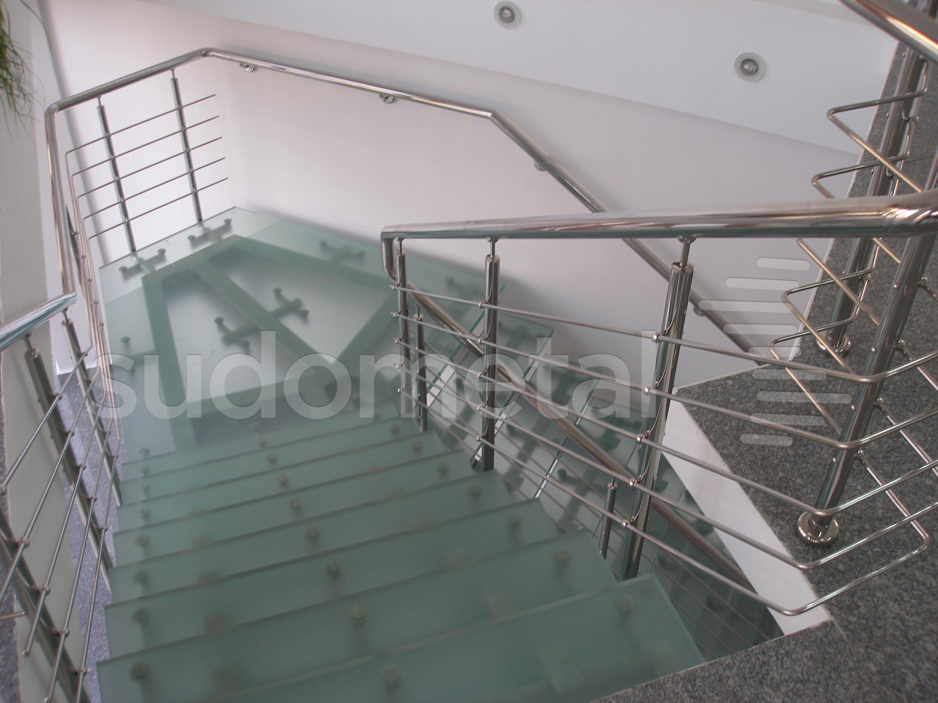Scari cu vang lateral -Scara din inox si sticla sediu companie SUDOMETAL - Poza 1