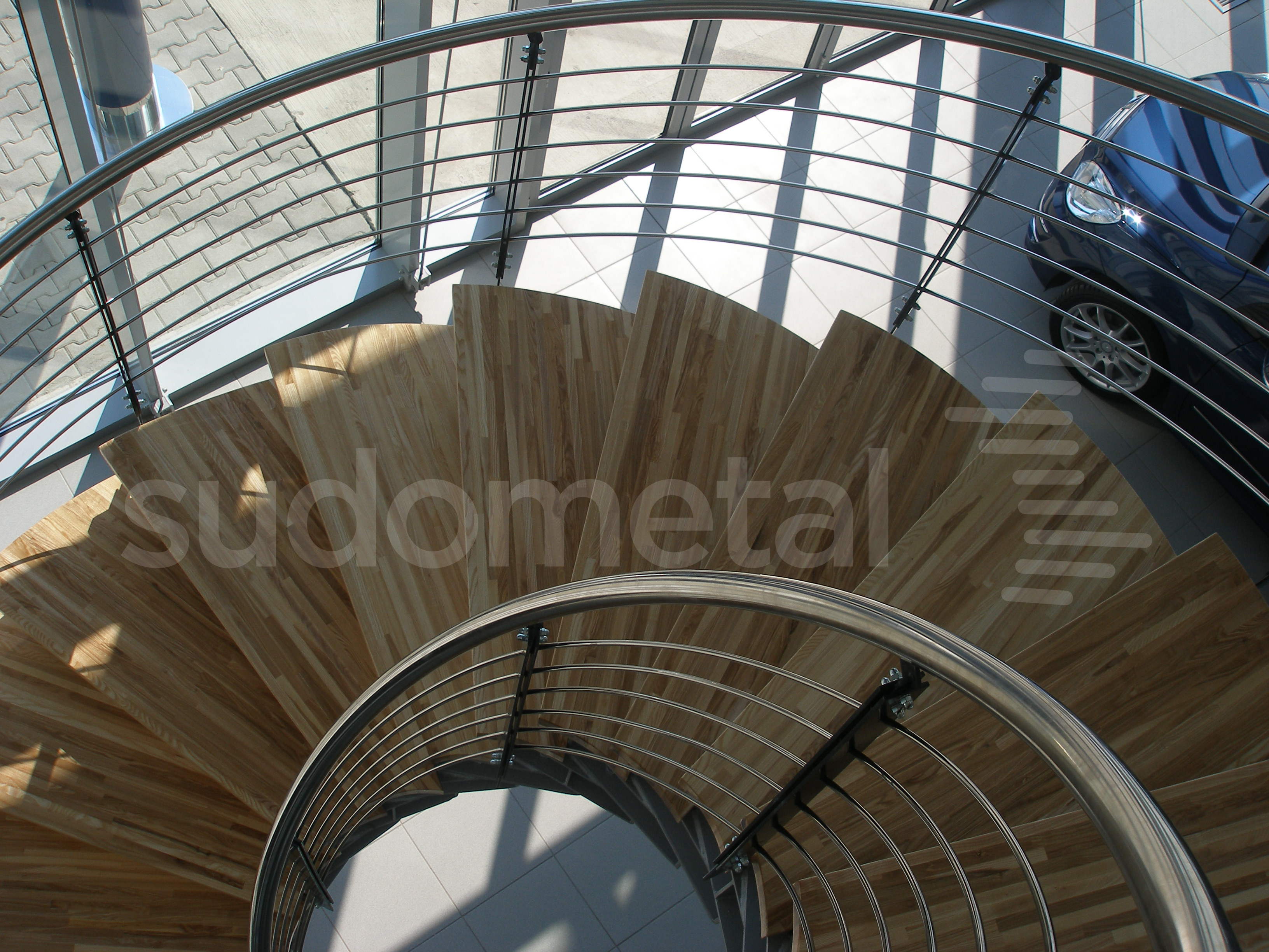 Scari cu vang lateral - Scara design showroom SUDOMETAL - Poza 1