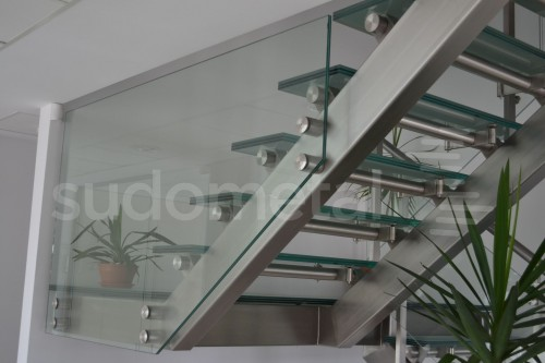 Scari cu vang lateral - Scara cu trepte din sticla sediu companie SUDOMETAL - Poza 4
