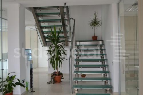 Scari cu vang lateral - Scara cu trepte din sticla sediu companie SUDOMETAL - Poza 6