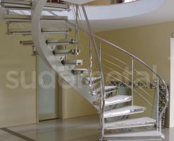 Scari cu structura metalica   Punem clientul pe primul loc in tot ceea ce facem. De la designul inovator al scarilor si balustradelor noastre, calitatea prelucrarilor, rezistenta si frumusetea materialelor pe care le folosim, pana la relatia pe care o construim cu beneficiarii nostri.Nu furnizam doar scari si balustrade ci toti pasii premergatori.