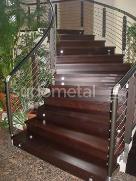 Balustrade din inox-lemn - Balustrada casa particulara Iasi SUDOMETAL - Poza 2