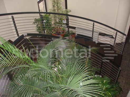 Balustrade din inox-lemn - Balustrada casa particulara Iasi SUDOMETAL - Poza 3