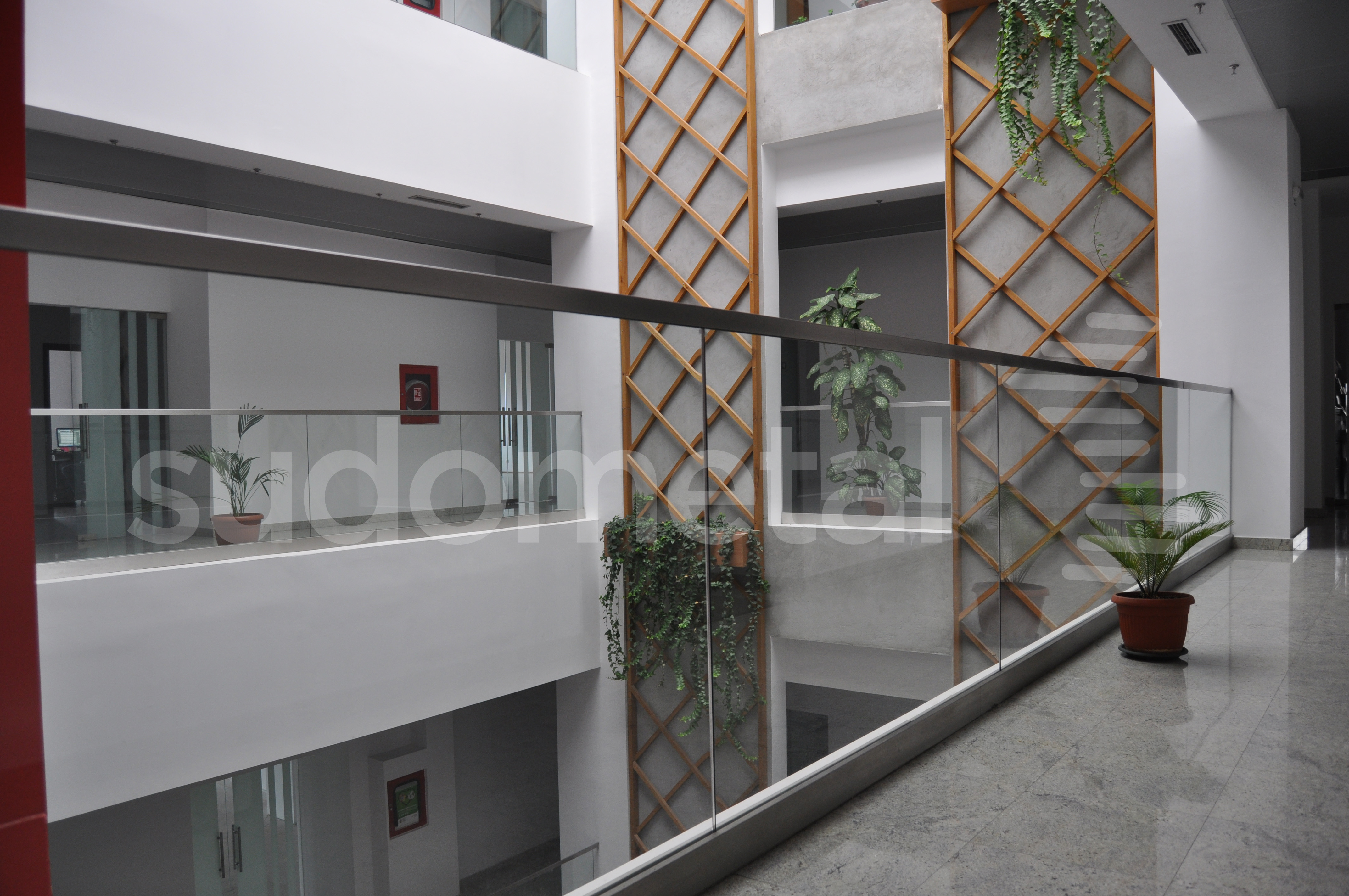 Balustrade din sticla - Balustrada cladire de birouri 30 Avenue, Bacau SUDOMETAL - Poza 2