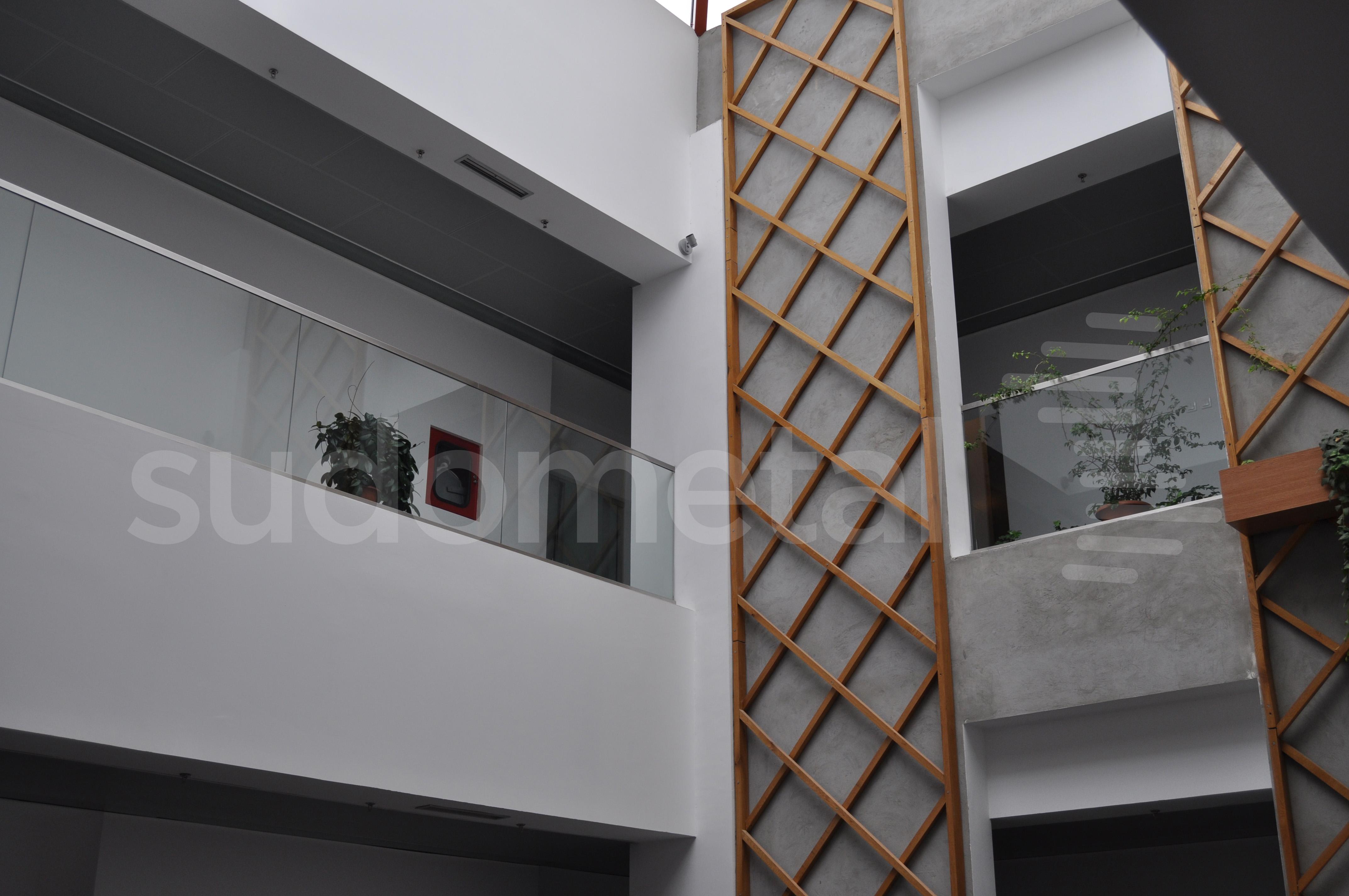 Balustrade din sticla - Balustrada cladire de birouri 30 Avenue, Bacau SUDOMETAL - Poza 3