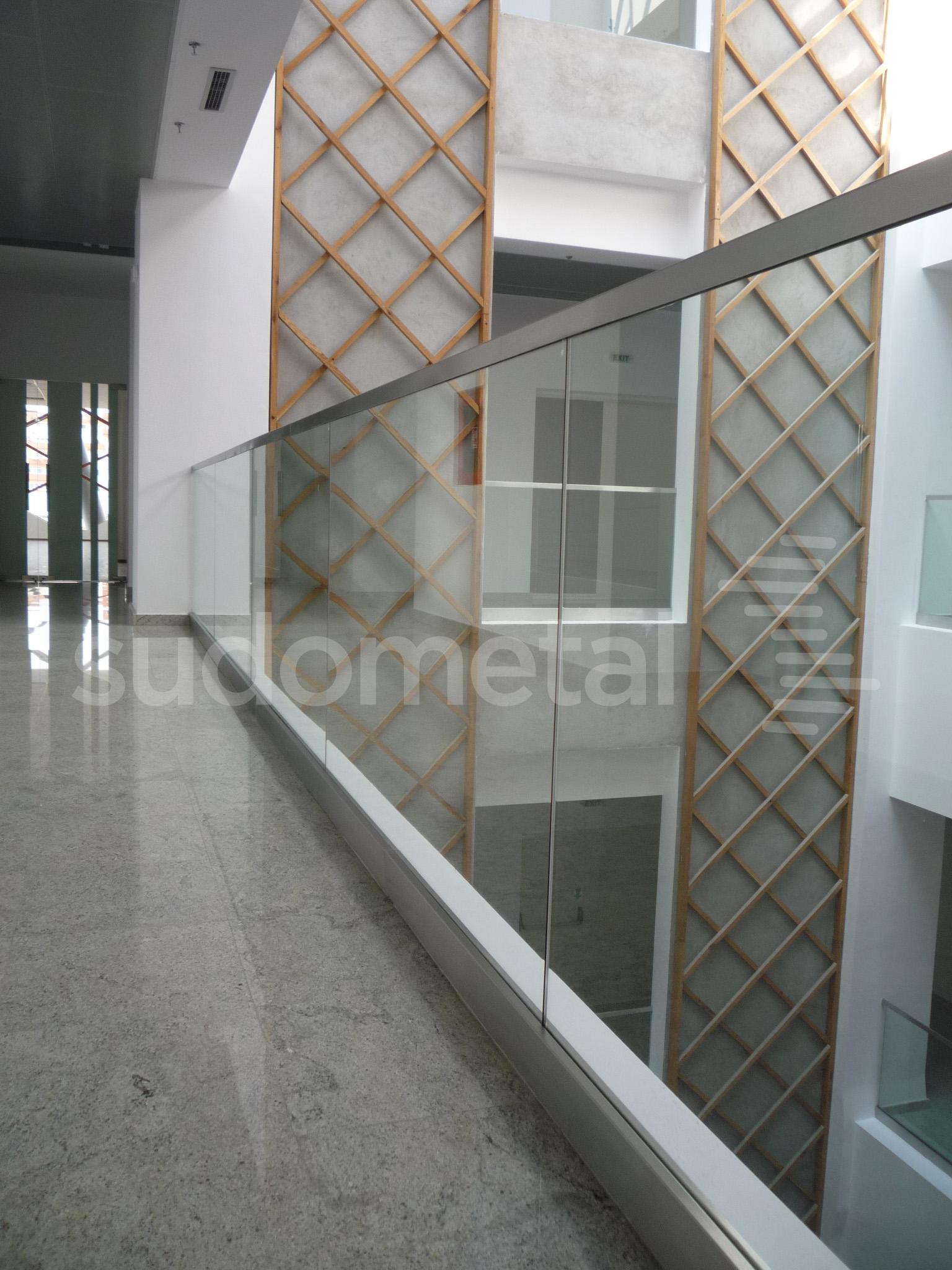 Balustrade din sticla - Balustrada cladire de birouri 30 Avenue, Bacau SUDOMETAL - Poza 4