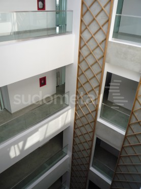 Balustrade din sticla - Balustrada cladire de birouri 30 Avenue, Bacau SUDOMETAL - Poza 5