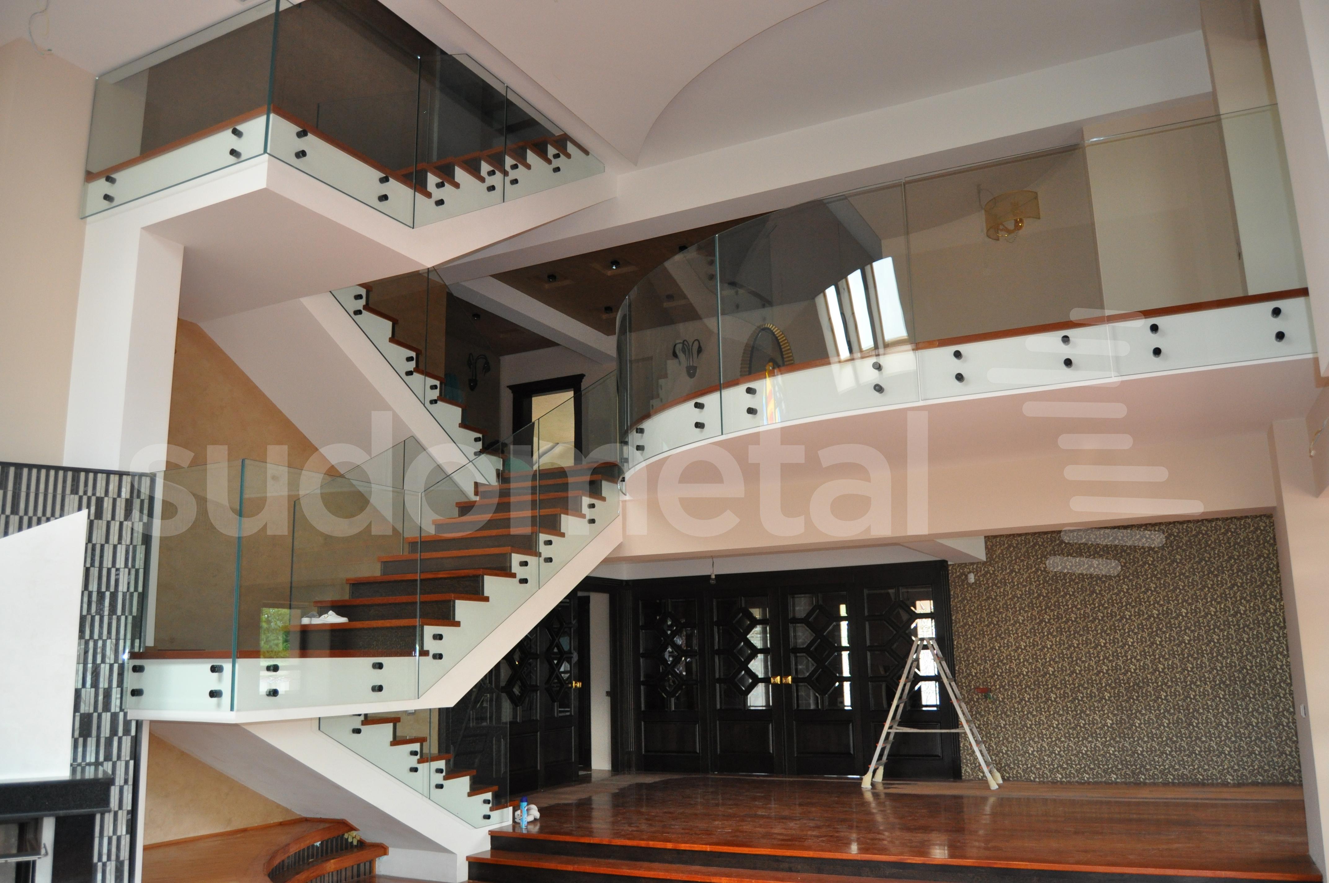 Balustrade din sticla - Balustrada din sticla curba casa particulara Bacau SUDOMETAL - Poza 2