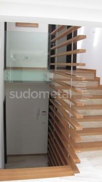 Balustrade din sticla - Balustrada din sticla tripla casa particulara Bacau SUDOMETAL - Poza 1