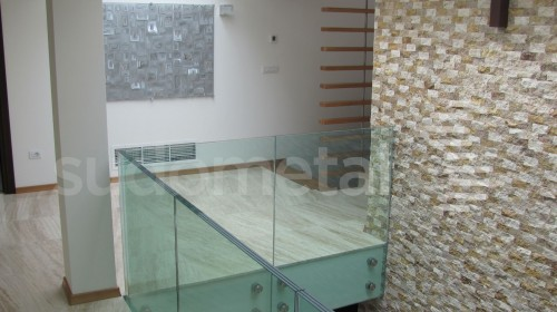 Balustrade din sticla - Balustrada din sticla tripla casa particulara Bacau SUDOMETAL - Poza 3
