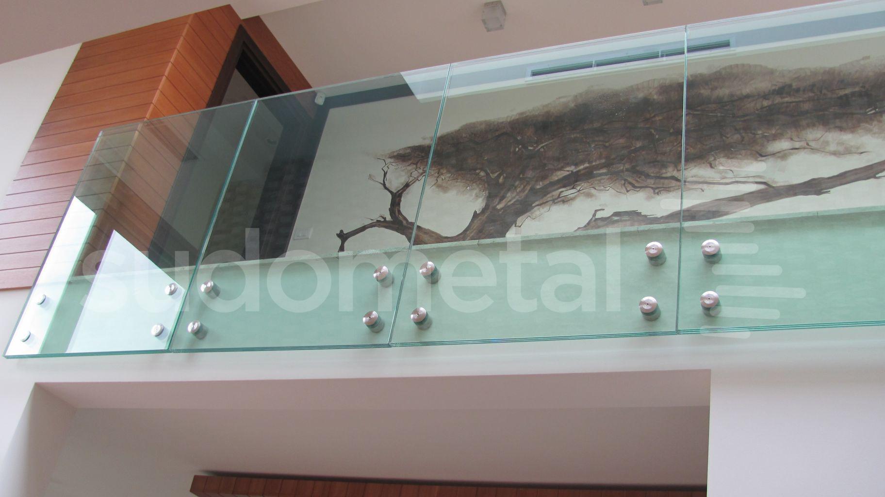 Balustrade din sticla - Balustrada din sticla tripla casa particulara Bacau SUDOMETAL - Poza 4