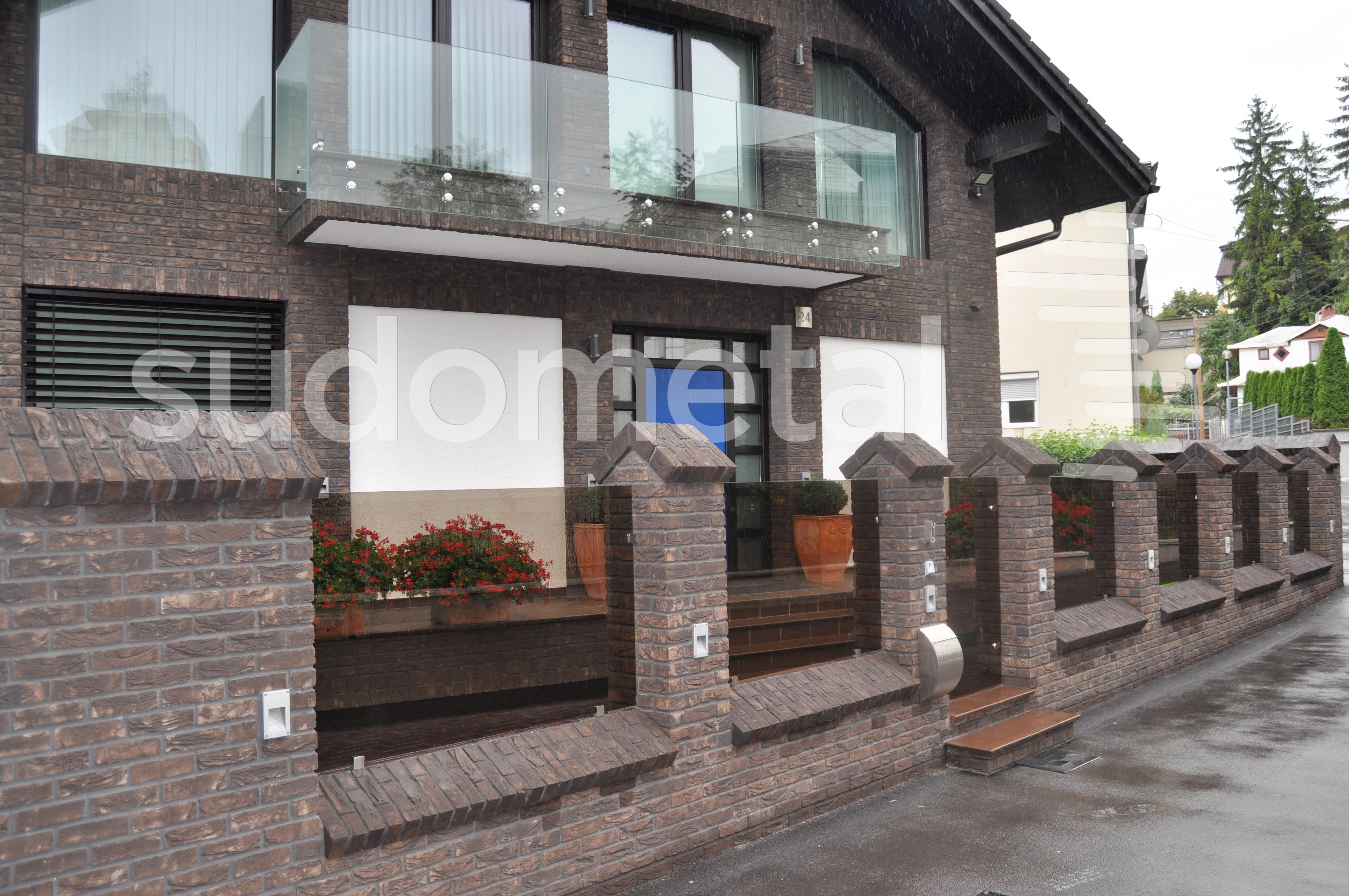 Balustrade exterioare - Balustrade din sticla casa particulara Suceava SUDOMETAL - Poza 1