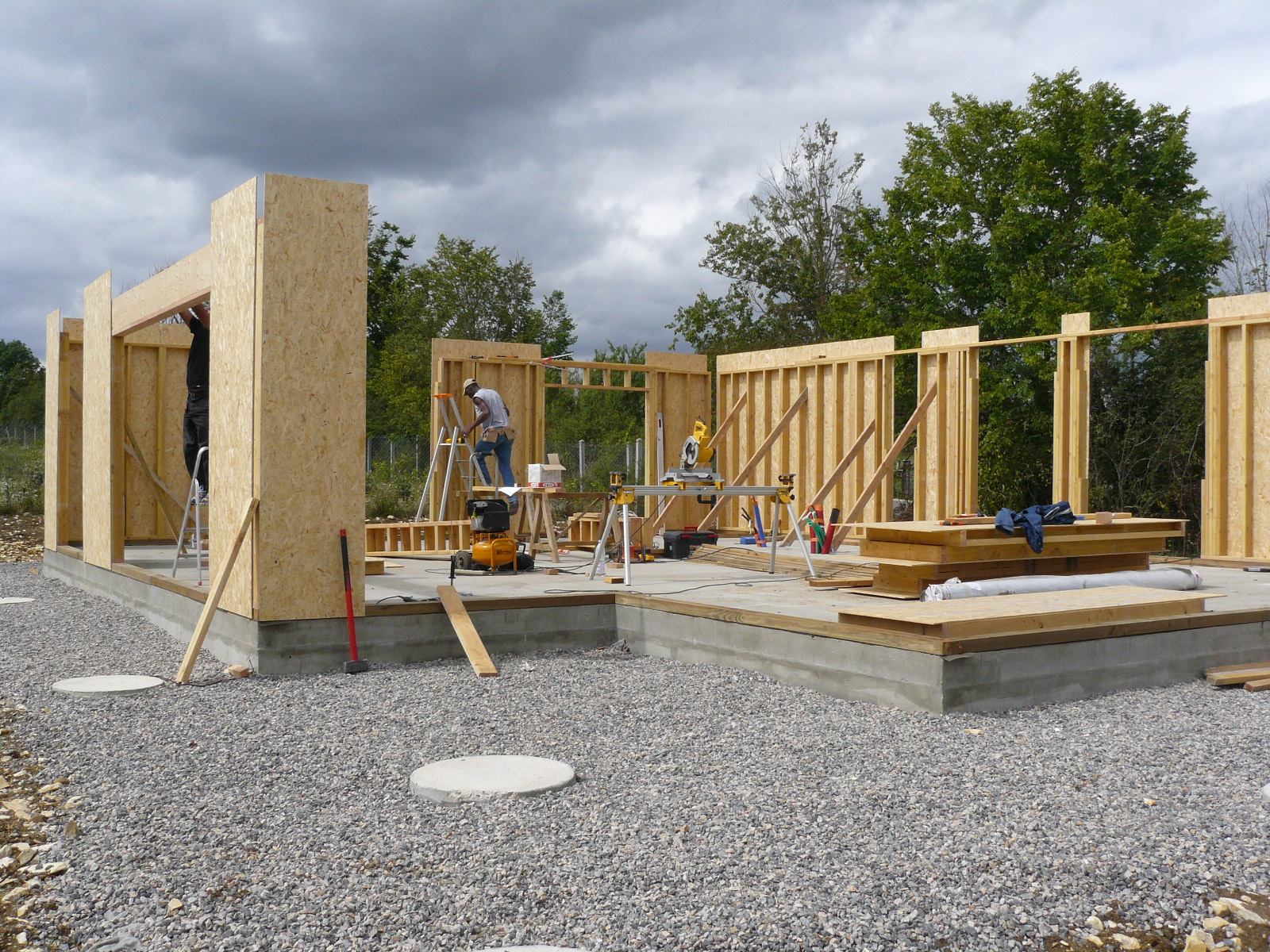 Fazele constructive ale unei case din lemn la cheie NATURAL LIVING - Poza 12