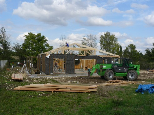 Fazele constructive ale unei case din lemn la cheie NATURAL LIVING - Poza 38