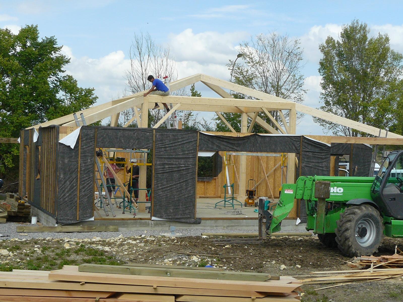 Fazele constructive ale unei case din lemn la cheie NATURAL LIVING - Poza 39