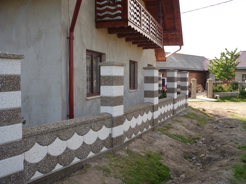 Gard spalat din beton  - Poza 2