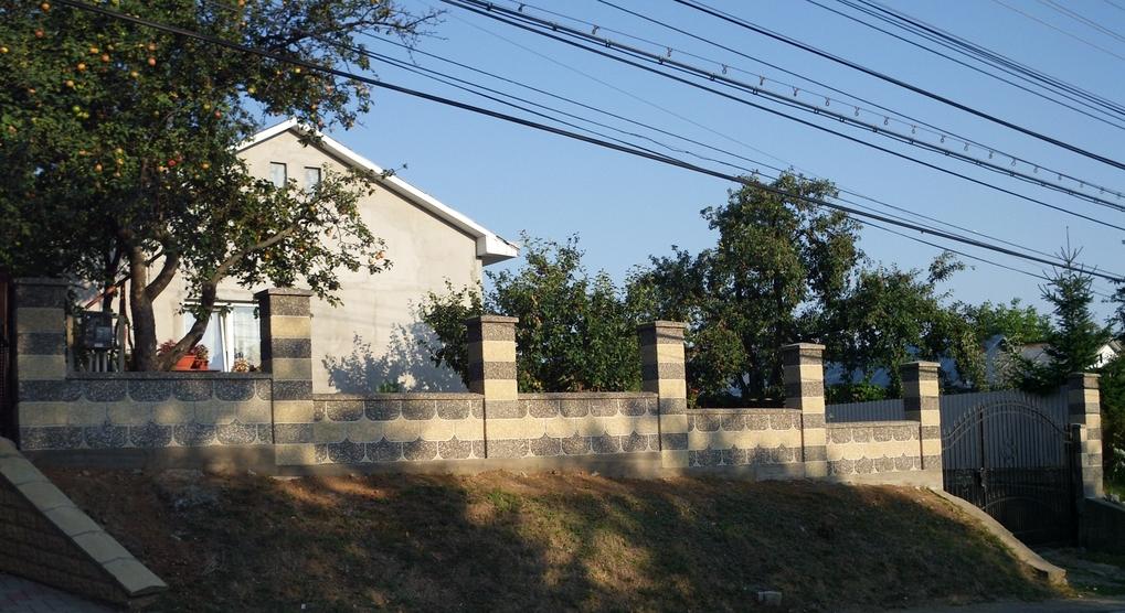 Gard spalat din beton  - Poza 3