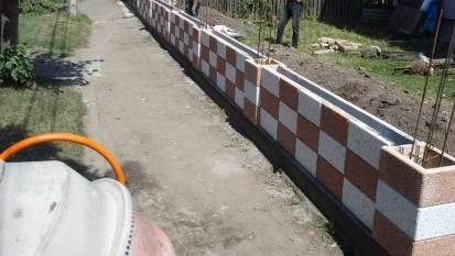 Montajul panourilor Spalat Gard din beton