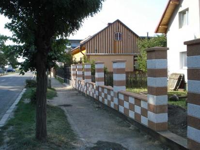 Montajul placilor acoperiroare Spalat Gard din beton