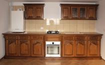 Mobilier din lemn masiv pentru bucatarii Casa Mobila Simex va propune colectiile de mobilier clasic din lemn masiv pentru bucatarii. Elementele decorative ale mobilierului sunt scuptate manual in lemnul masiv.