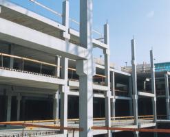 Elemente prefabricate din beton armat, sisteme complete Elementele prefabricate ERGON se folosesc atat in scopuri arhitecturale, cat si ca structuri de rezistenta cu rol de fundatii, grinzi, placi, plansee, diafragme si alte componente structurale.