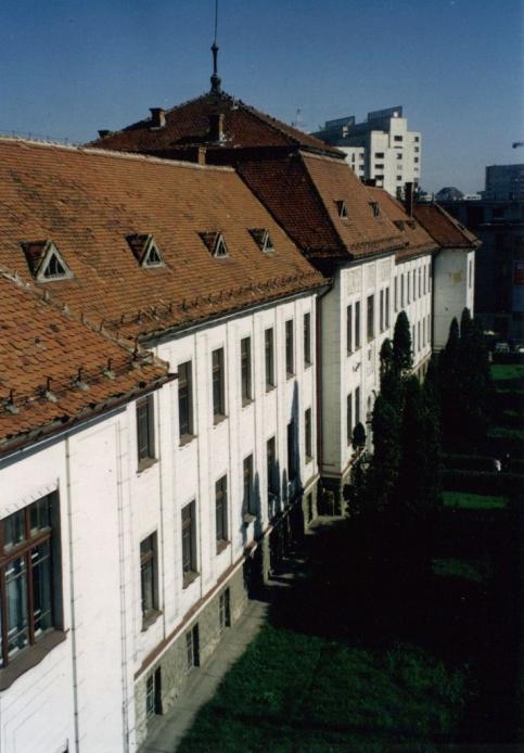 Consolidare, Reparatii Capitale, Refunctionalizari la Spatiile existente, la sediul Tribunalului - Brasov, 2000-2004  - Poza 1