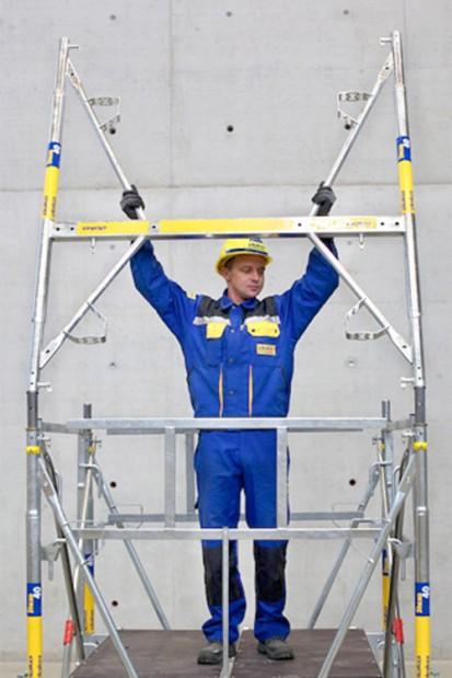 Montaj vertical cu balustrada continua STAXO 40 Schela portanta