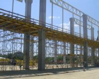 Schele, sisteme de cofrare pentru beton Sistemele de cofrare pentru beton Doka cuprind sisteme pentru pereti si plansee, cofraje cataratoare si auto-cataratoare, solutii pentru tuneluri, baraje, poduri, sisteme de siguranta.