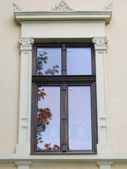 23 (fereastra din lemn stratificat cu ornamente) Ferestre din lemn