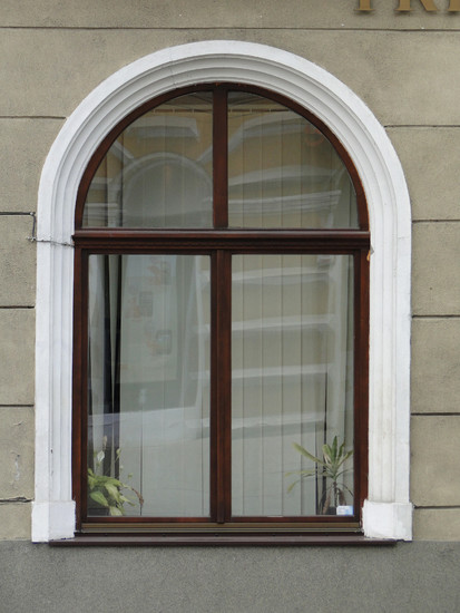 28 (fereastra Primaria Municipiului Bistrita) Ferestre din lemn