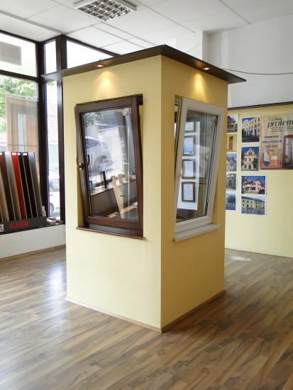 3 (fereastra din lemn stratificat si fereastra PVC) Ferestre din lemn