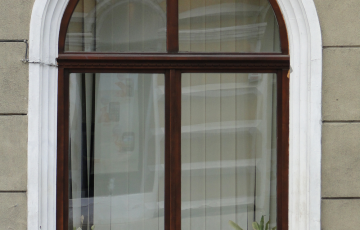 Ferestre din lemn stratificat Ferestrele din lemn stratificat Prolematex sunt recomandate atat pentru institutii sau cladiri vechi de patrimoniu, cat si pentru cladiri rezidentiale, oferind pe langa estetica deosebita si o durabilitate ridicata.