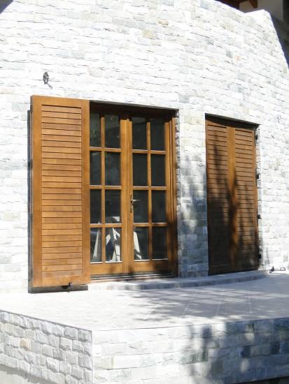 1 (usa exterioara terasa cu obloane) Usi de exterior din lemn stratificat