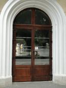 4 (usa exterioara intrare institutie)   Usi de exterior din lemn stratificat   