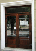 5  (usa exterioara intrare institutie)   Usi de exterior din lemn stratificat   