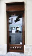 10 (usa exterioara intrare institutie)   Usi de exterior din lemn stratificat   