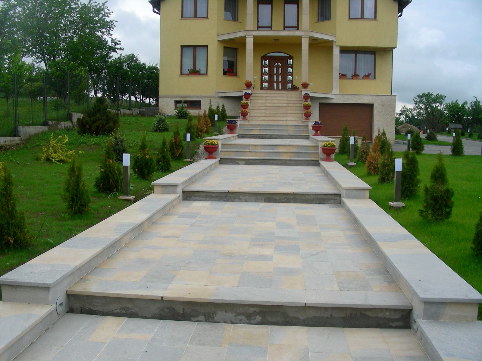Trepte/Placaje din piatra naturala de Vistea LEVENTE COMPANIE - Poza 6