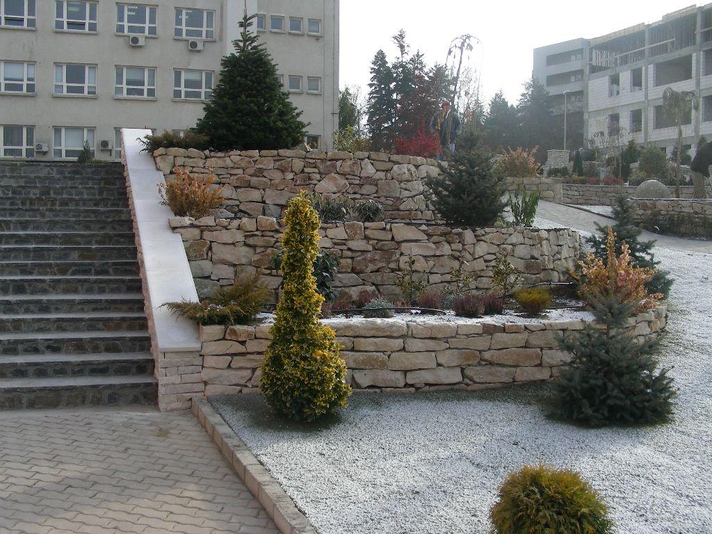 Amenajari gradini din piatra naturala de Vistea LEVENTE COMPANIE - Poza 4