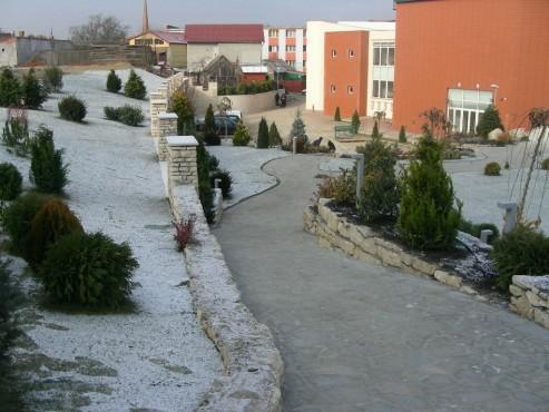 Lucrari de referinta Amenajari gradini din piatra naturala de Vistea LEVENTE COMPANIE - Poza 11