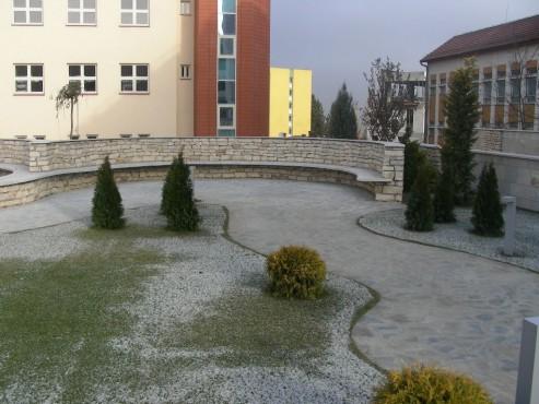 Lucrari de referinta Amenajari gradini din piatra naturala de Vistea LEVENTE COMPANIE - Poza 19