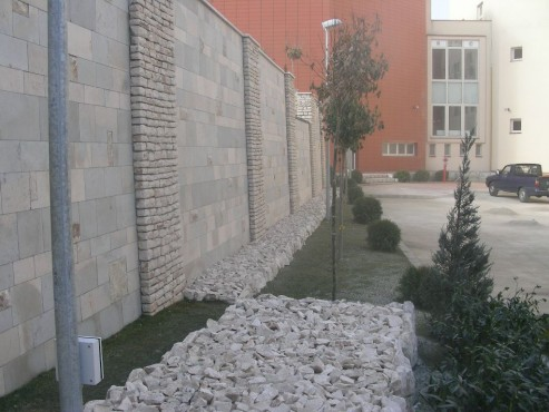 Lucrari de referinta Amenajari gradini din piatra naturala de Vistea LEVENTE COMPANIE - Poza 21