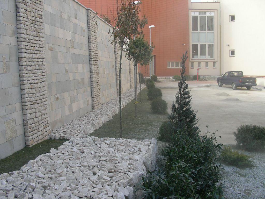 Amenajari gradini cu piatra naturala de Vistea LEVENTE COMPANIE - Poza 22